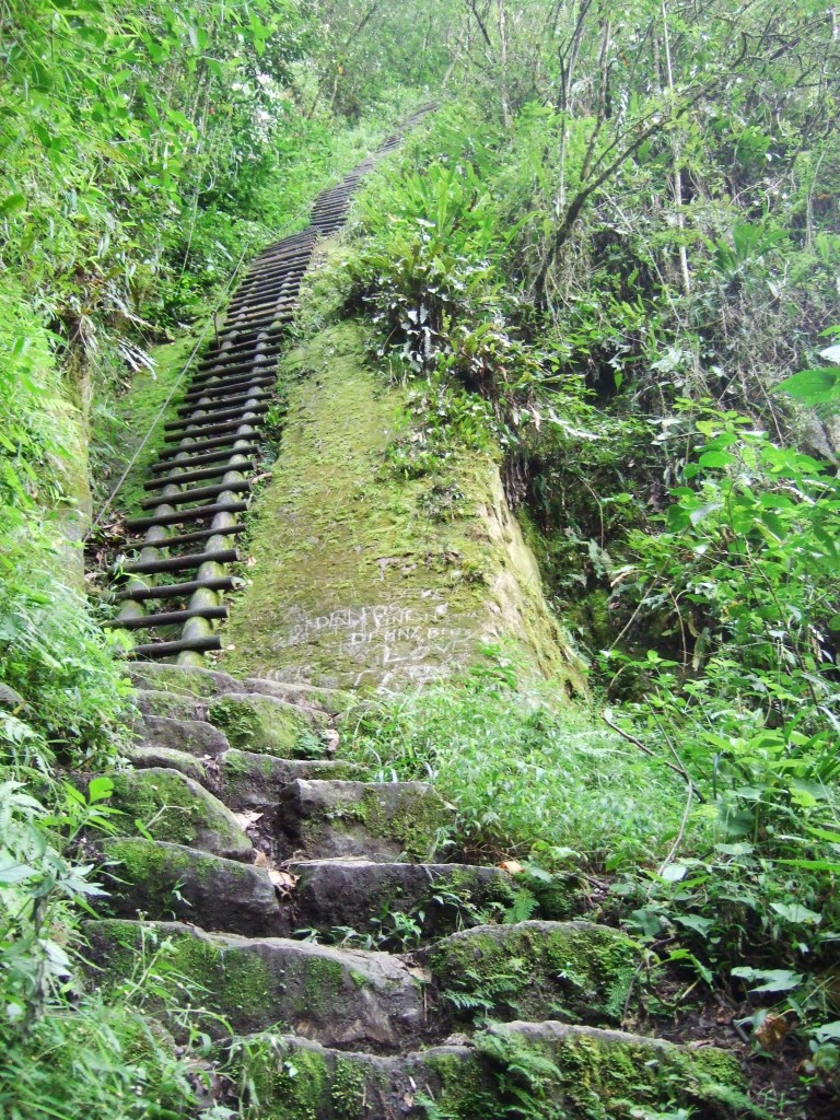 The long, arduous climb up Putukusi