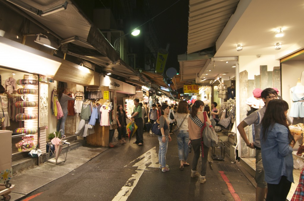 The many stalls at Shida Night Market