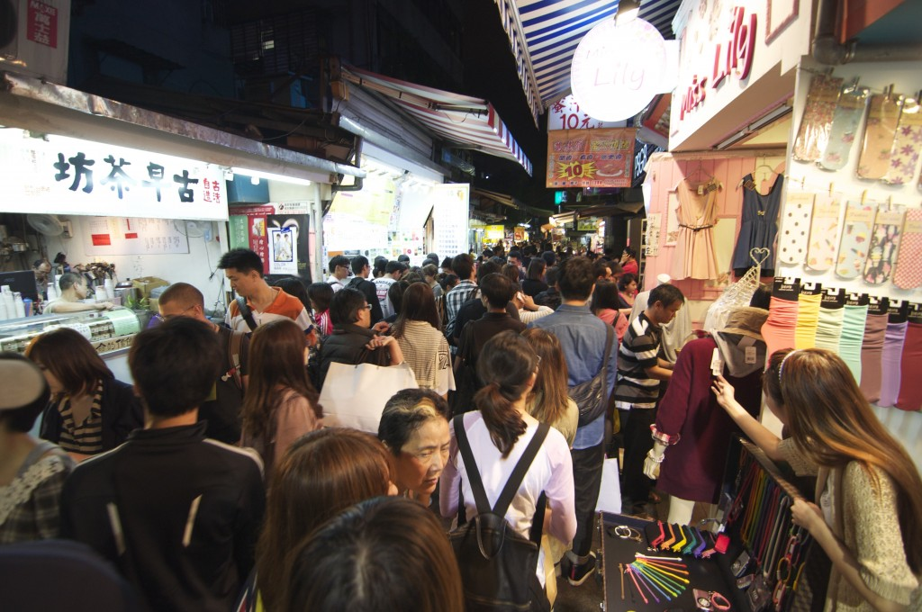 The crowds at Shida Night Market