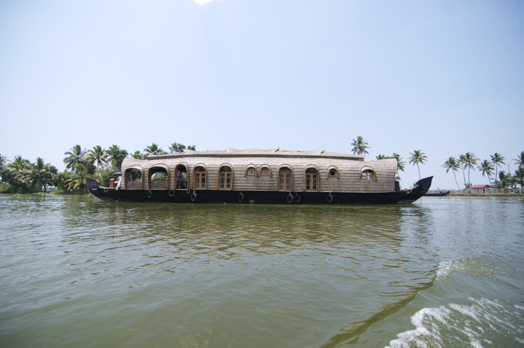 A luxury houseboat from Lakes & Lagoons