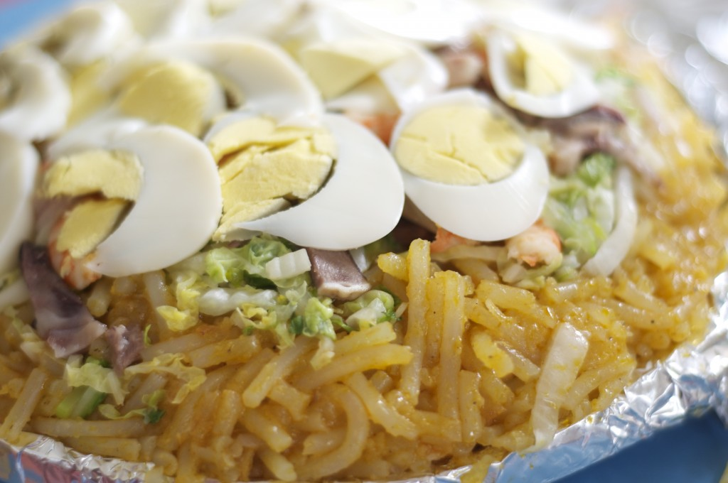The delicious reason I ventured to Malabon in the first place, the pancit Malabon